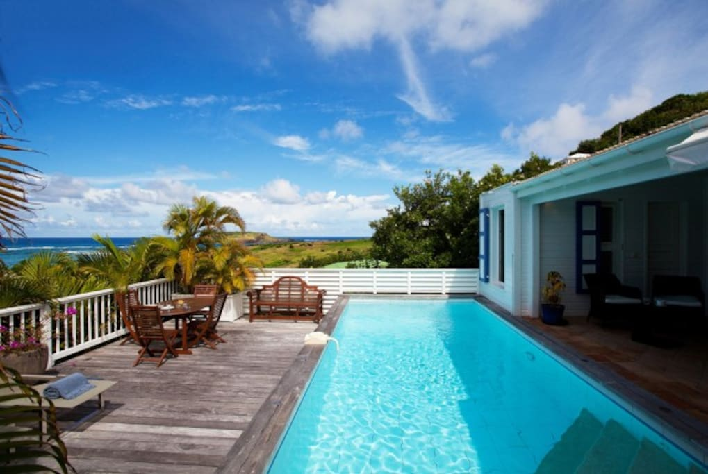 Apr-Nov Offer:Luxurious Beach House