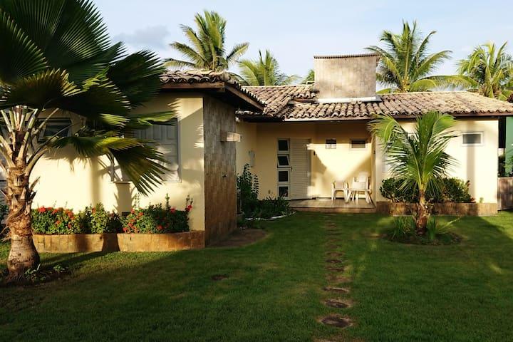 Casa em condomínio de frente à praia  em Aracaju