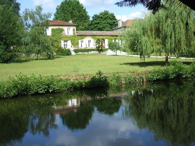 Maison de maître en Gironde/Blaye - Cartelègue - House
