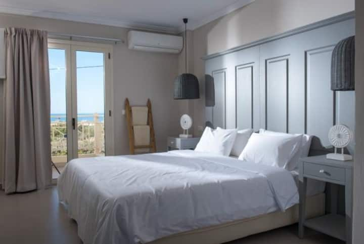 Deluxe Mini Suite Sea View Shared Pool(A15)+BB