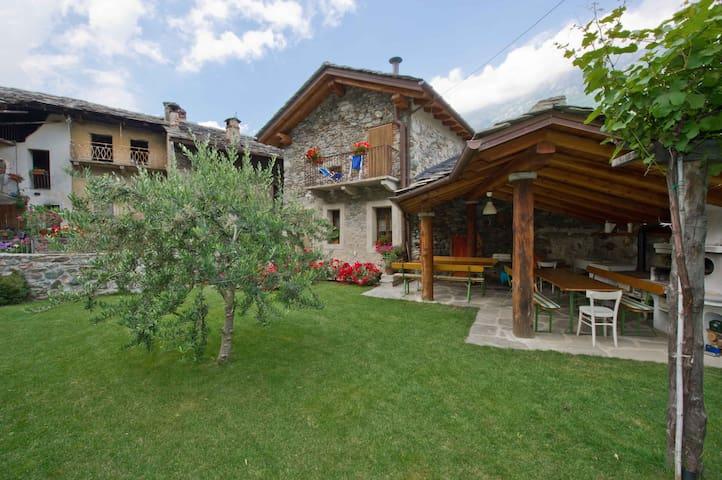 valle d'aosta dimora d'epoca - Donnas - Bed & Breakfast