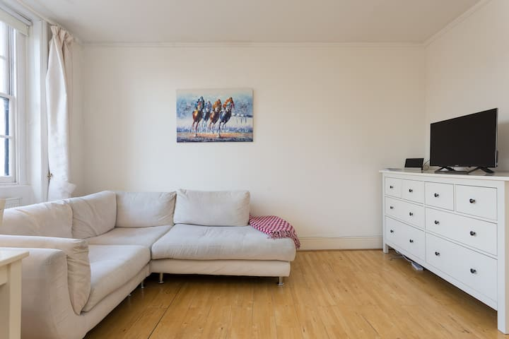 Lovely Apartment near Kentish Town which sleeps 4
