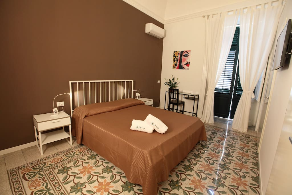 D 39 annunzio bed and breakfasts for rent in palermo for Bagno d annunzio