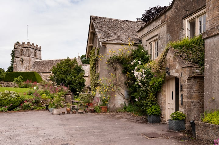 Private floor in Cotswold House with a view
