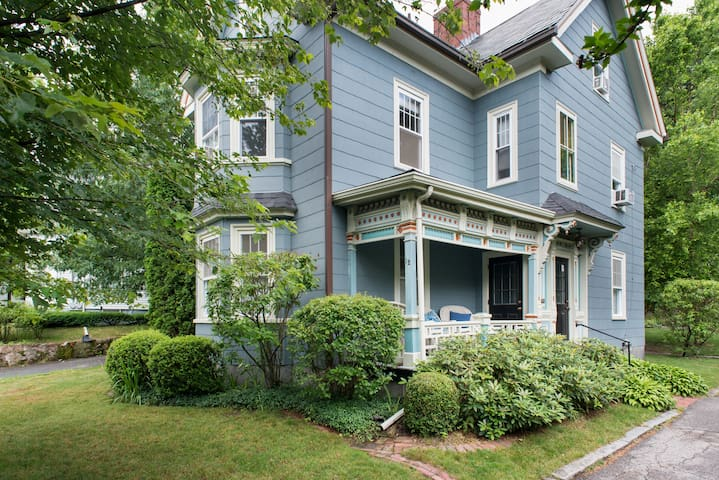 BEAUTIFUL SINGLE FAMILY VICTORIAN in Hyde Park!