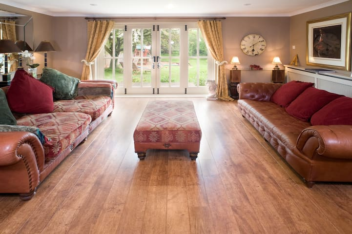 Luxurious 5 bedroom Farmhouse - Worcestershire