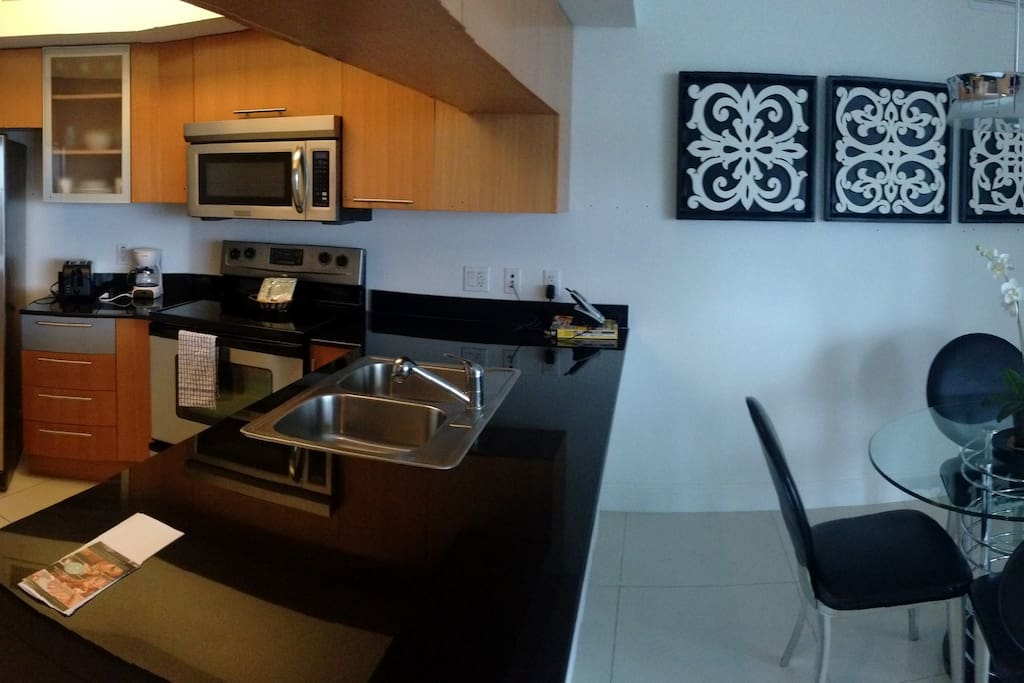 GREAT KITCHEN FOR THE COOK LOVERS:)