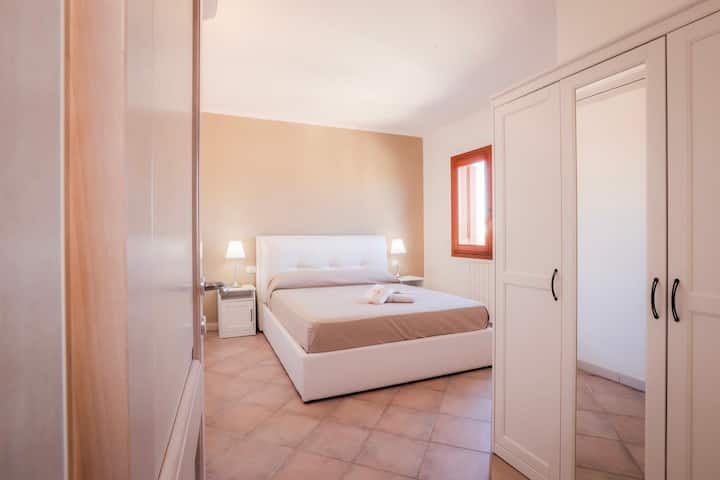 Private & Stylish | 5★ Location, King Bed, Balcony