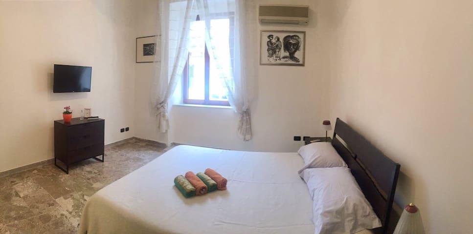 Mini appartamento in centro storico (P. Garibaldi)