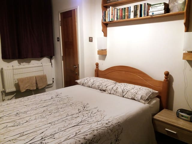 En-Suite double room close to town centre