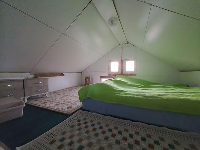 Asma kat yatak odası