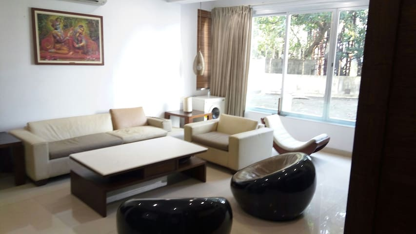 Luxury 2 BD apartment with Parking - Mumbai