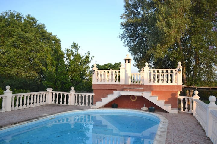 Spacious house with private pool, tennis court, (Phone number hidden by Airbnb) min. from Valencia