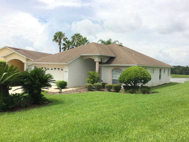 Relax and Enjoy! Golf Vacation Home - Lakeland