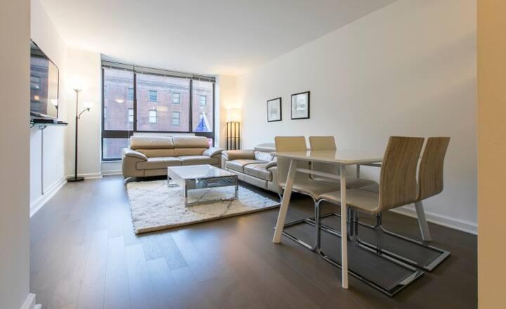 Midtown Luxury One Bedroom Apartment