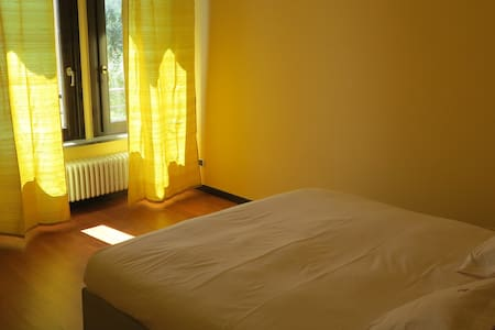 Camera famigliare con bagno esterno privato - Gromlongo - Villa