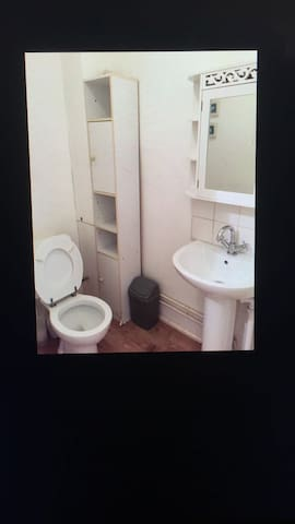 A bright spacious bright room for 1/2 person