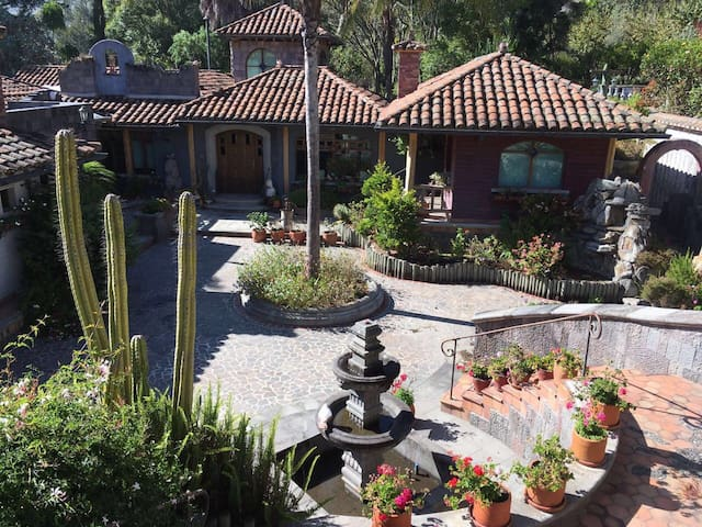 Bed&Breakfast -Quiet Ranch House Tumbaco, Quito - Quito - Bed & Breakfast