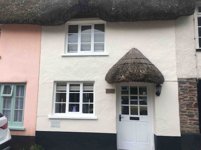 Kelly's Cottage (Thatched cottage)