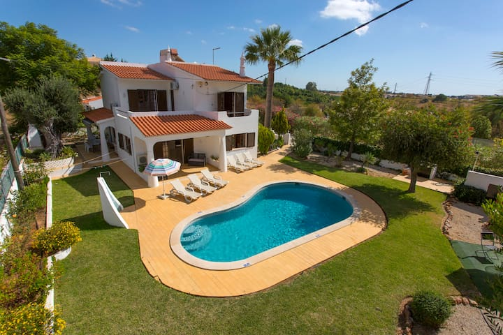 Charming villa with country and ocean views - Albufeira - Pension