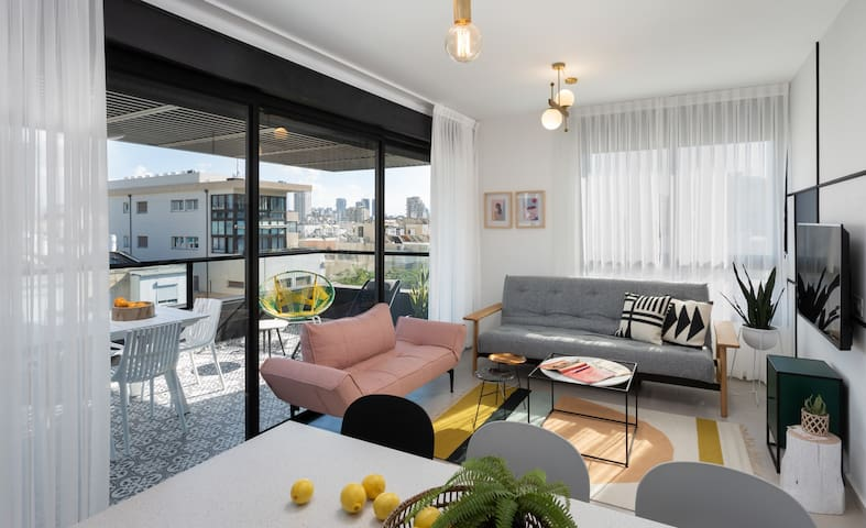 2BR Penthouse With HUGE (!!!) TERRACE!