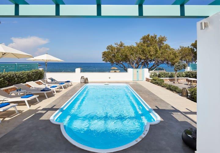 R106 Beach  Villa  Daily Maid Serv.Breakfast Incl. Sea Views with Private Pool