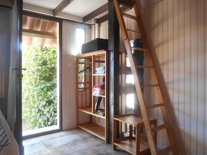 Studio avec terrasse + parking - domaine au calme