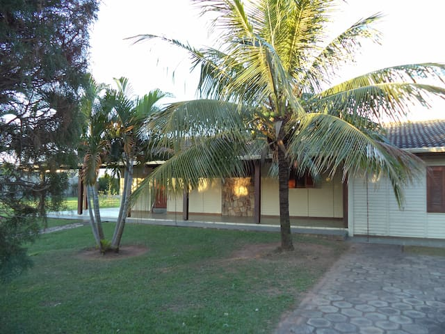 House in tree lined condo in Holambra City - Holambra - Casa