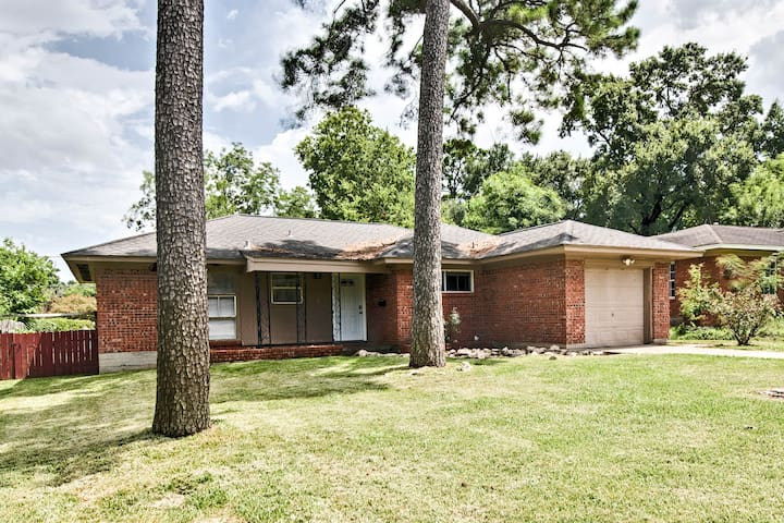 NEW! Houston Home w/ Yard - 13 Miles to Downtown!