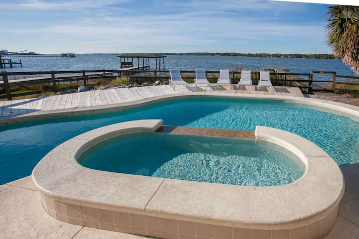 PET FRIENDLY Located on Lagoon | Private pool, Kiddie pool, Wifi | Free golf, fishing, OWA tix