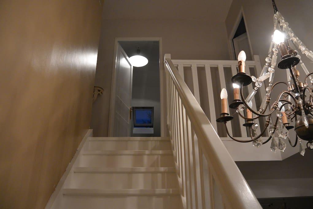 L'escalier, donnant à la chambre.