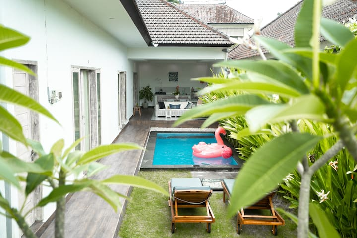 Canggu Beach Inn Private Villa Room Stay