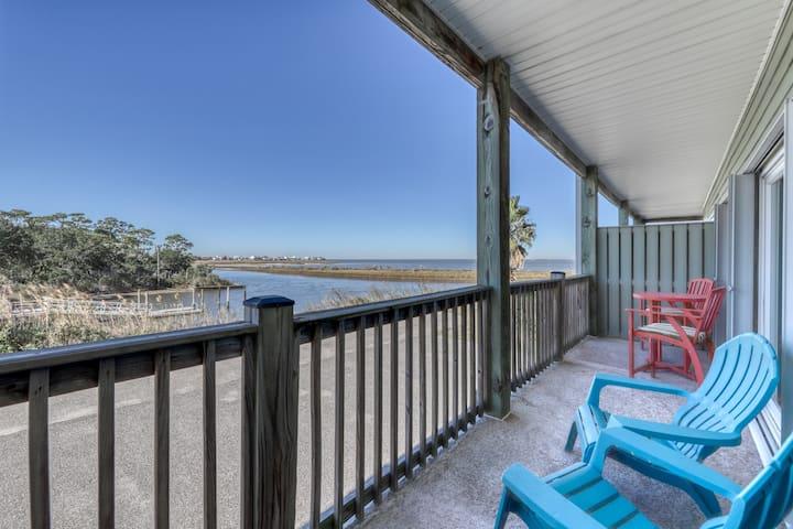 Dog-friendly condo w/ views of the bayou, shared pool - close to the bayou!