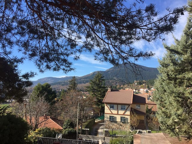 BALCONY TO MOUNTAINS, AC, 3 ROOMS - Cercedilla - Casa