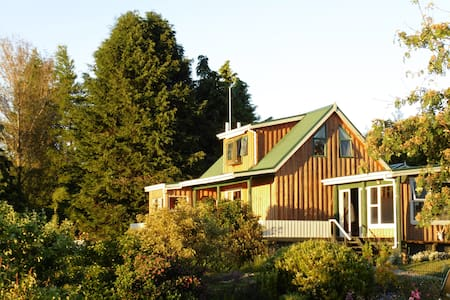 Takaka Hill Home with a View