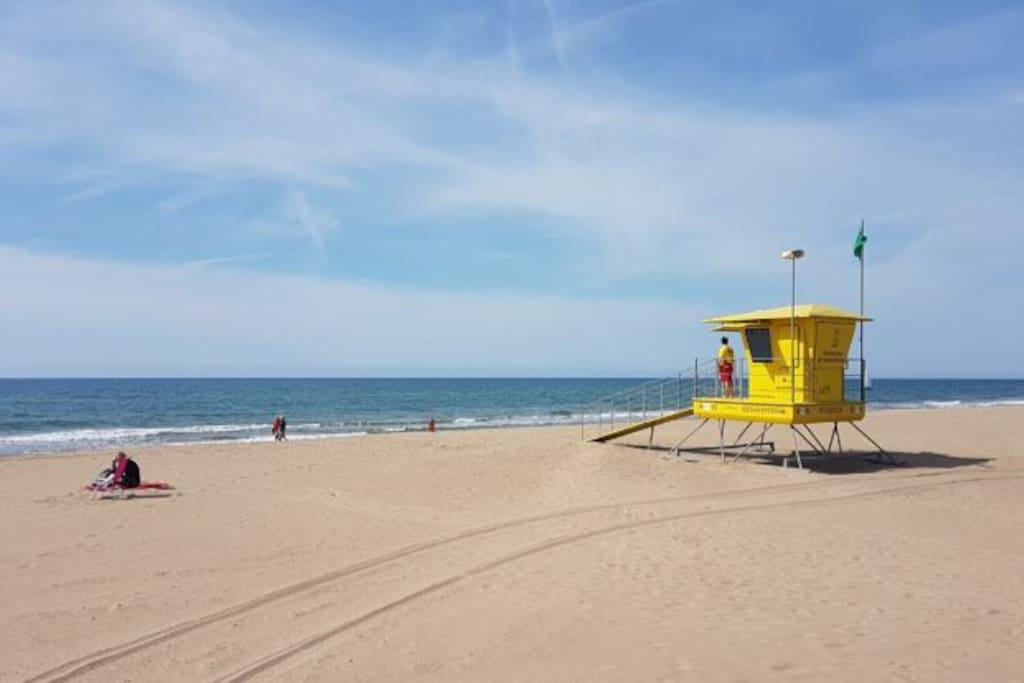 Casa situada a 100 metros de la playa.