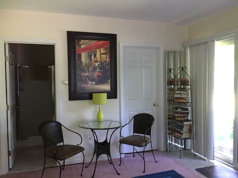 Cozy, clean and private Wakefield studio with bath