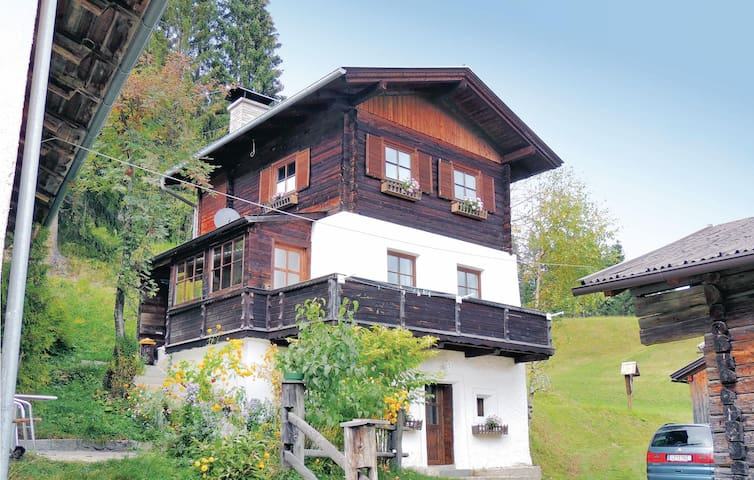 Holiday cottage with 2 bedrooms on 52m² in Untertilliach