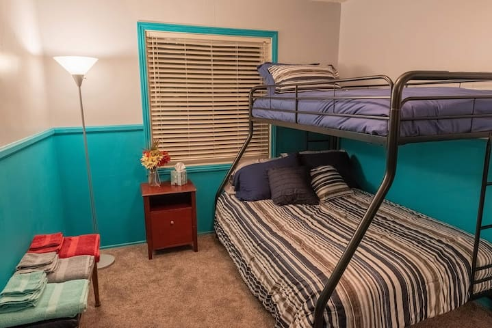 Private Bedroom & Bath - Disney/Knotts/Beach