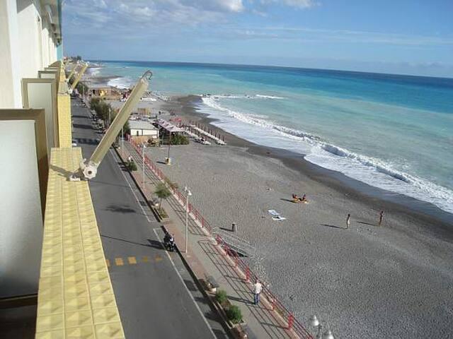 Fronte mare a 20 km da Monaco - Montecarlo - Vallecrosia - Apartamento