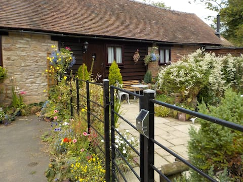 Glebe Barn at Farlow, Pet Friendly Country Retreat