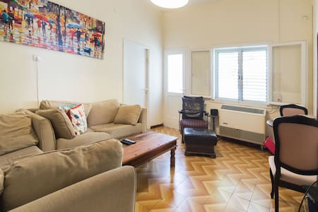 Beach 200m away/Private Balcony/City Center/Quite - Tel Aviv-Yafo