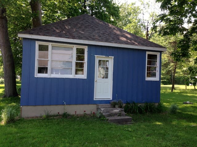 Rustic Cottage, Bunkie beach access - Wainfleet