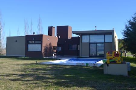 Casa En Country Bº Cerrado La Plata - House