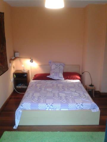 habitación doble con baño y terraza - Santa María de Cayón