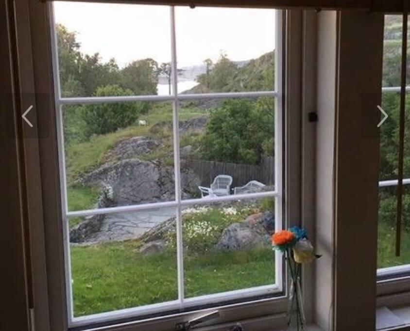 Utsikt kjøkkenvindu hus.