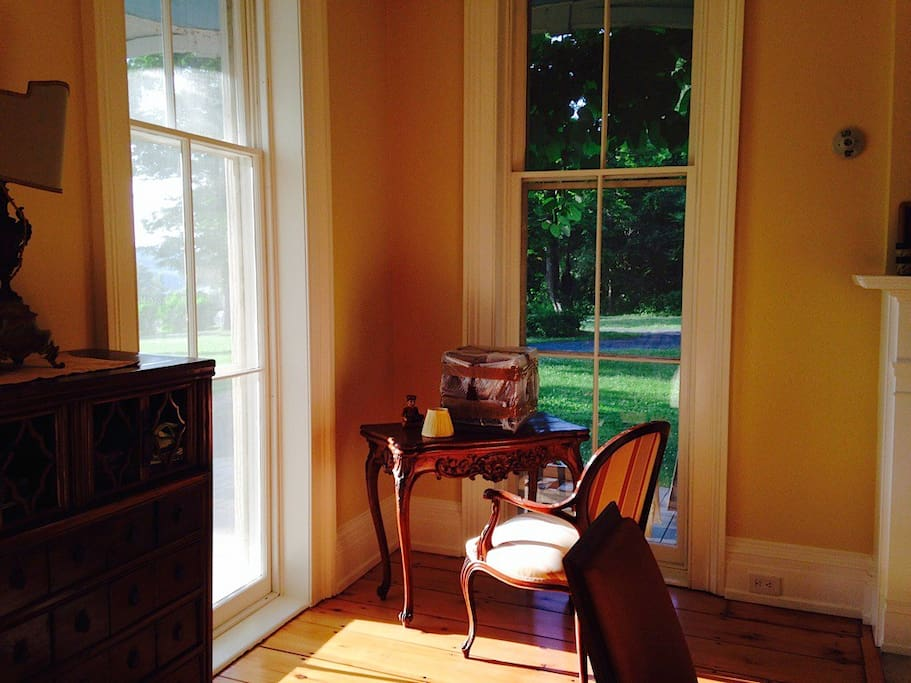 Sitting Room / living room