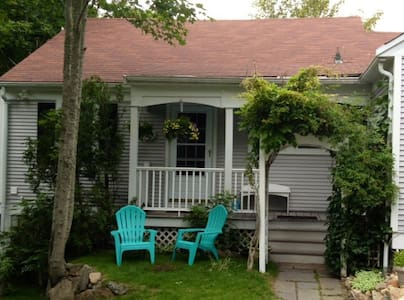 Cove Cottage with water views! - Orleans - Hus