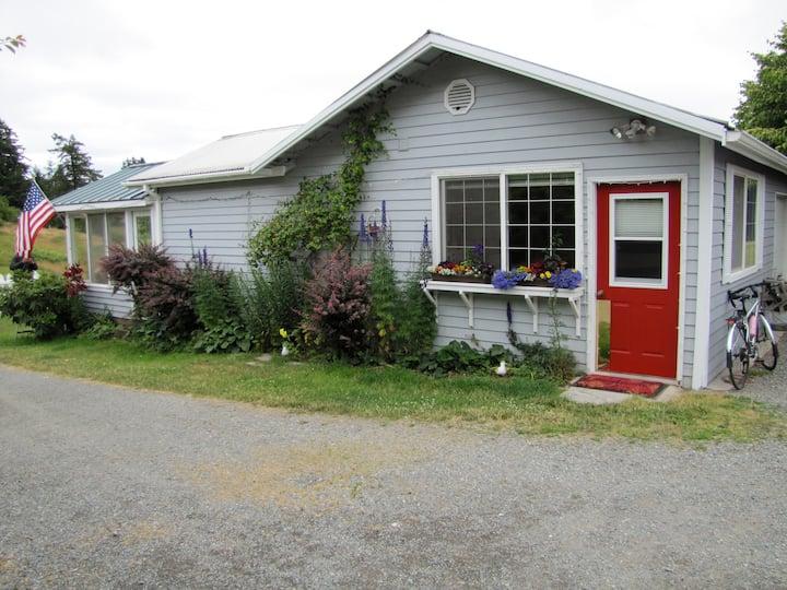 Peaceful  Cottage on 15 acre Farm