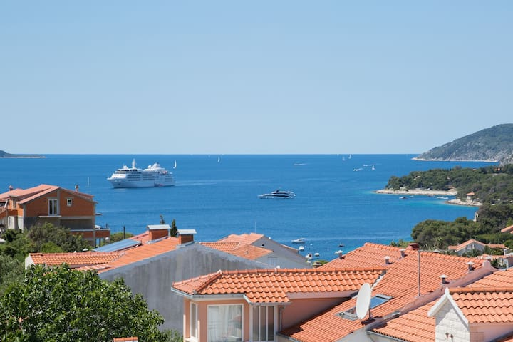 """Top View"" attic sea view apartment - Hvar - Loft"